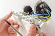 Как подключить трехклавишный выключатель